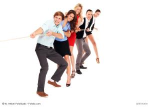 Gemeinsam lachen Spaß haben macht sympathisch und stärlt die Bindung - auch im Job.